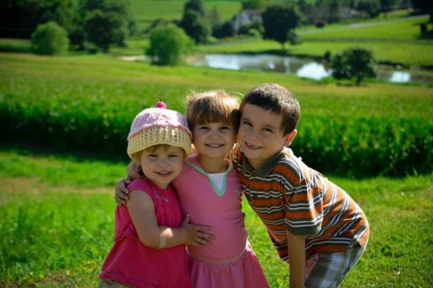 3 siblings in a field