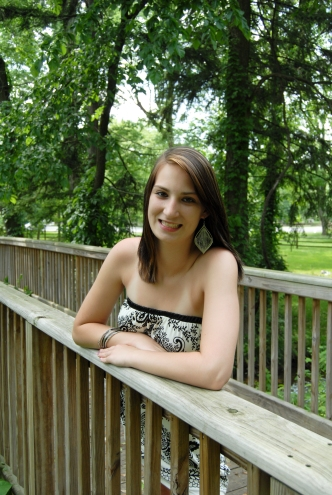 senior photo at Long's Park in Lancaster, PA